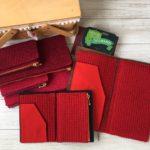 赤ずきん三姉妹の、毛糸のジッパーケース(トラベラーズノート用)完成しましたので、販売日時のお知らせ