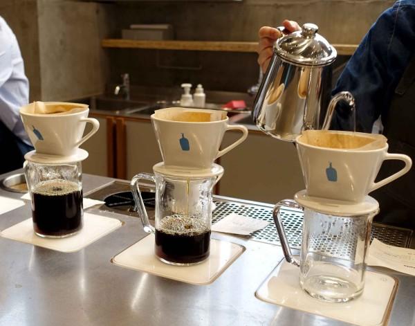 コーヒーは一杯ずつドリップ